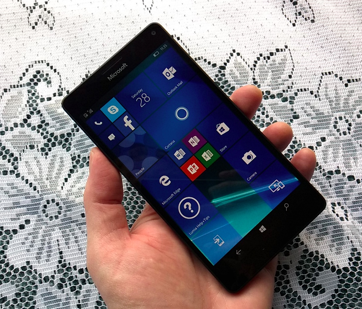 Lumia 950 XL in the hand